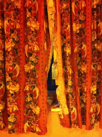 Spyglass and Kettle: The Curtains!