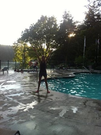 Gorge Harbour Marina Resort: pool and hot tub area