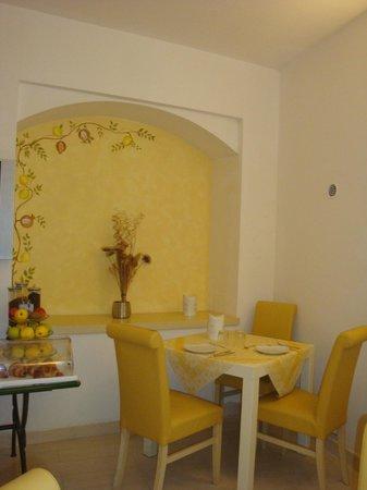 Hotel Virgilio: un joli petit coin dans la salle à manger