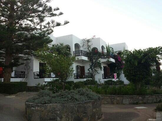 Horizon Beach Hotel: building