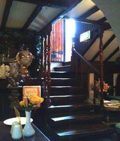 Saffron Restaurant: Stairs