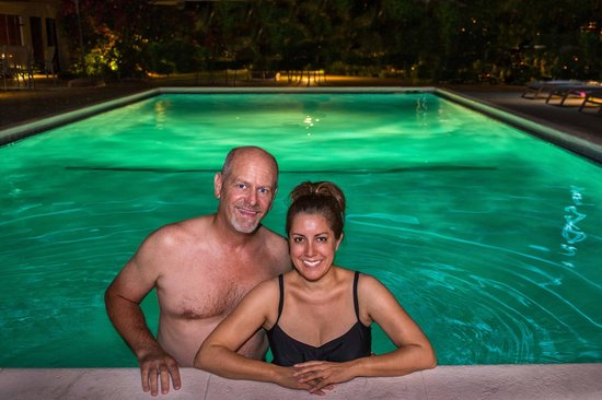Desert Riviera Hotel: Enjoying a midnight swim