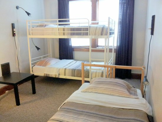 Wayfaring Buckeye Hostel: 3 Person Dorm