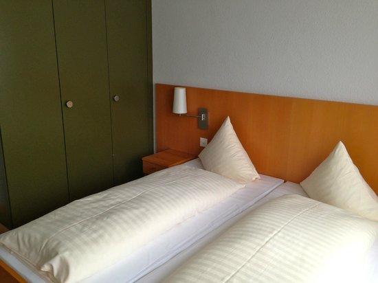 Das Hotel Sherlock Holmes: Habitación de matrimonio, había Salón con cama para los niños