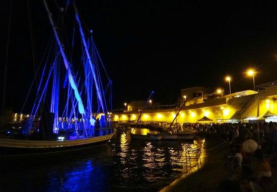Porto Tricase, Italie : Il porto di sera