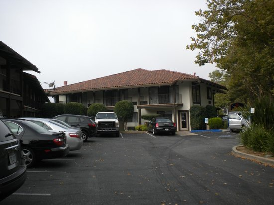 Best Western Plus Inn Scotts Valley: Parking lot