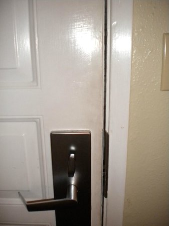Best Western Plus Inn Scotts Valley: Gross door