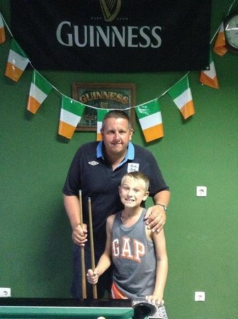 The Shamrock Irish Bar : Excellent bar, kids welcome, pool table, sky, air conditioning and cheap drinks. What more can y