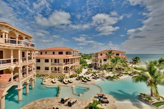 Coco Beach Resort: Exterior Day