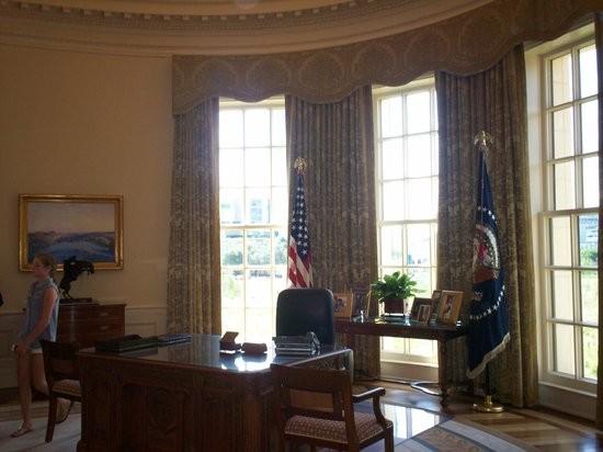 desk oval office. the george w. bush presidential library and museum: oval office replica-you can desk l