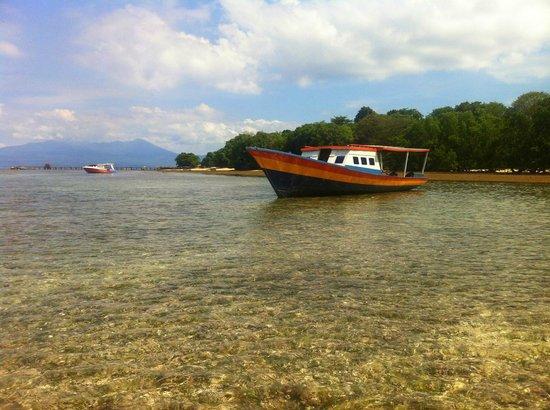 Cakalang Bunaken: wenige Meter vom Haus befindet sich das traumhafte Meer