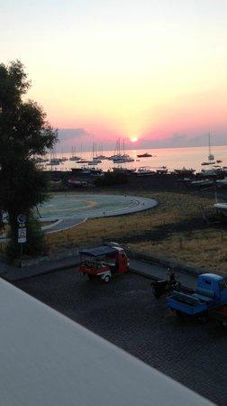 Hotel Ossidiana Stromboli: alba sul mare