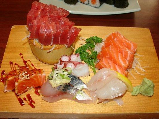 kamogawa : Sashimi (looks nice, but not perfectly fresh)