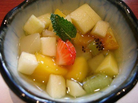 kamogawa : A very nice, simple fruit salad dessert