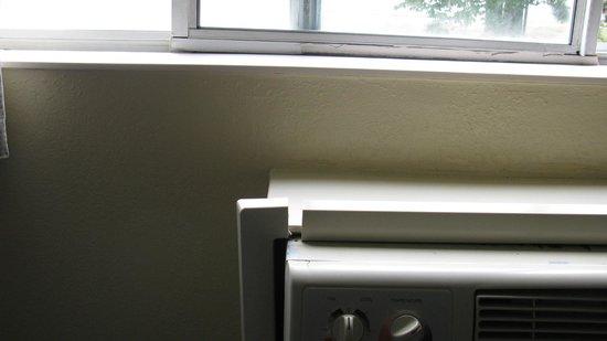 Motel 6 Portland : climatiseur en mauvais été et fenêtre mal isolée