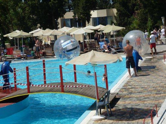 "Limnoupolis Water Park : Аквапарк ""Лимнополис"""
