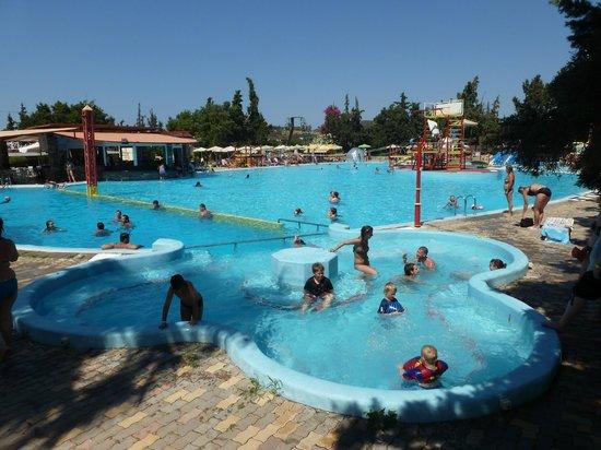 "Limnoupolis Water Park: Аквапарк ""Лимнополис"""