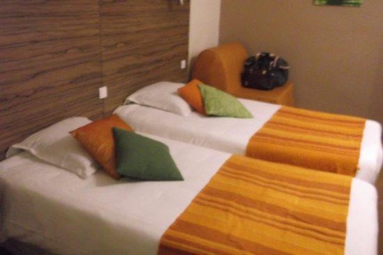 Hotel du Port Rhu : chambre très plaisante, décorée avec goût
