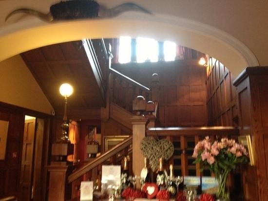 Knockomie Hotel: Main staircase.