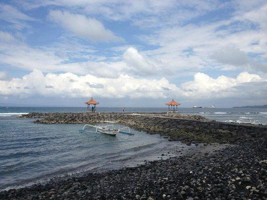 Ashyana Candidasa Beach Resort: Beach area