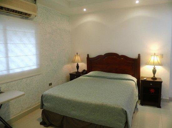 Hotel Aloha: single Room