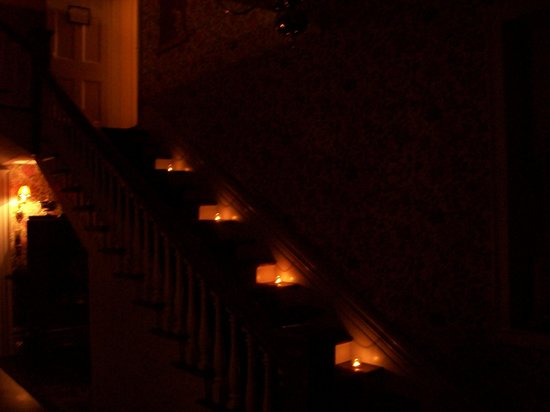 Brockamour Manor Bed and Breakfast : Candlelit stairway - no flash