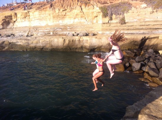 ITH Adventure Hostel San Diego: Cliff Jumping Into The Pacific Ocean!