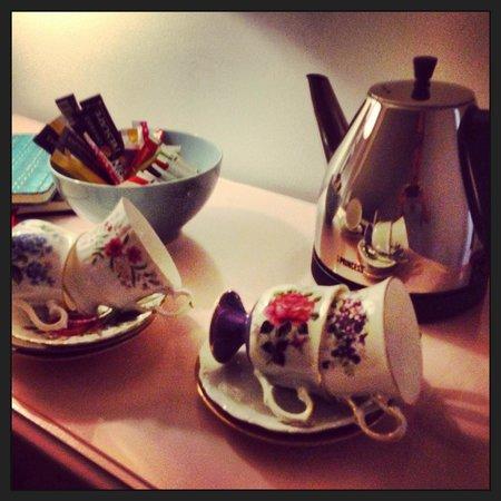 het Hemelrijck Bed & Breakfast: Tea outside of the room