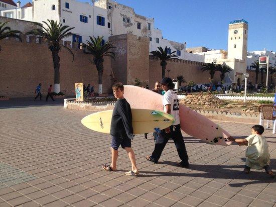 Surf & Chill Hostel : surfen met Simo