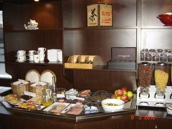 Kyriad Design Enzo Pont A Mousson : Buffet Breakfast