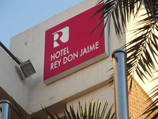 Viva Rey Don Jaime Hotel: Sign outside the hotel