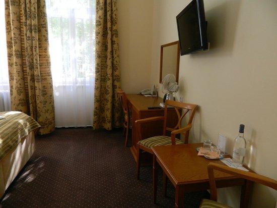 Anna Hotel: 6