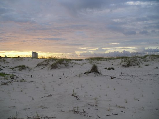 Gulf Shores Plantation: Sunrise is a great quiet time to be on the beach.