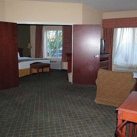 Magnuson Hotel Commerce Room