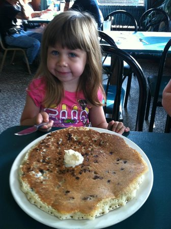 Walt's Diner : Enjoying the chocolate chip pancake