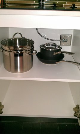 Element Omaha Midtown Crossing: kitchen gear available