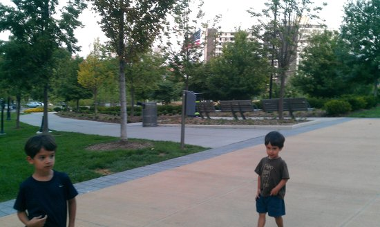 Element Omaha Midtown Crossing: Park