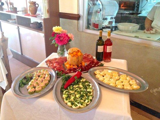 Mombaruzzo, Włochy: antipasti tipici piemontesi