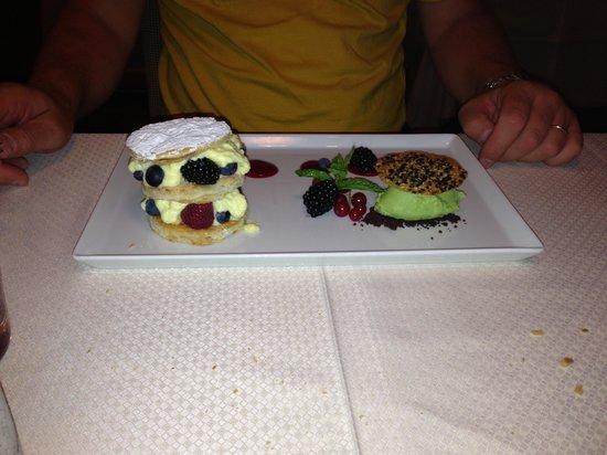 Boutique Hotel Nives: Millefoglie con frutti di bosco e crema chantilly , sorbettò alla Melissa !!!