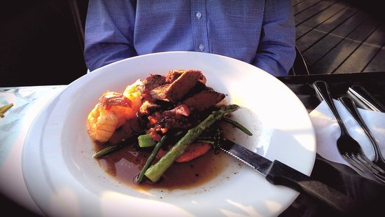 The Gananoque Inn and Spa: My husband's delectable main course: perfectly cooked Beef Sirloin Filet