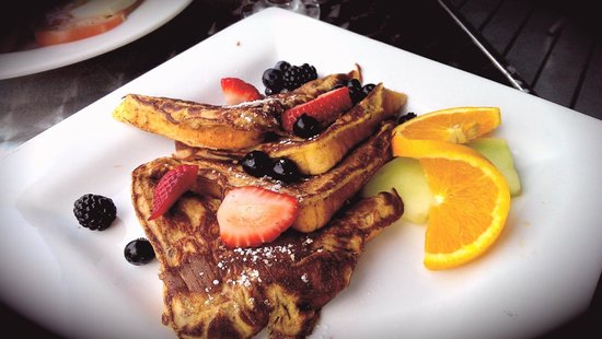 The Gananoque Inn and Spa: Yummy French toast at breakfast (only wished they served this with real maple syrup!)