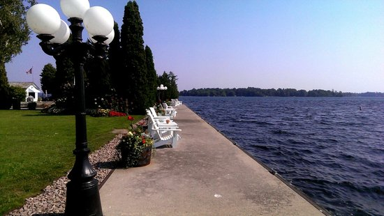 The Gananoque Inn and Spa: Waterfront area