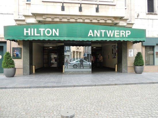 Hilton Antwerp Old Town: Entrada principal