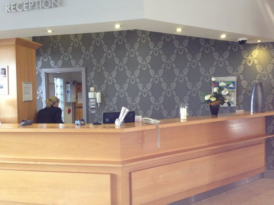 Maldron Hotel Wexford : Reception nice wall paper