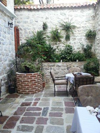 Art Hotel Galathea : La cour intérieure pour le petit-déjeuner
