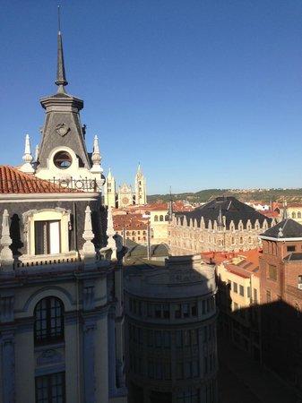 Hotel Alfonso V: Panorama Leon dal terrazzo