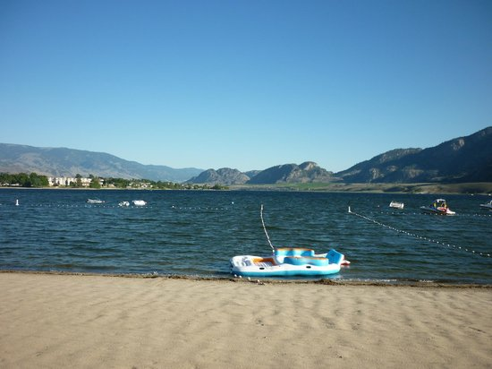 Desert Surfside Waterfront Accomodations: Osoyoos lake from Desert Surfside