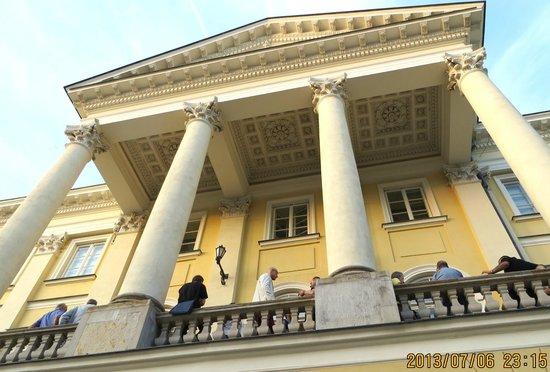 University of Warsaw (Uniwersytet Warszawski) : looking up towards the 2nd level balcony