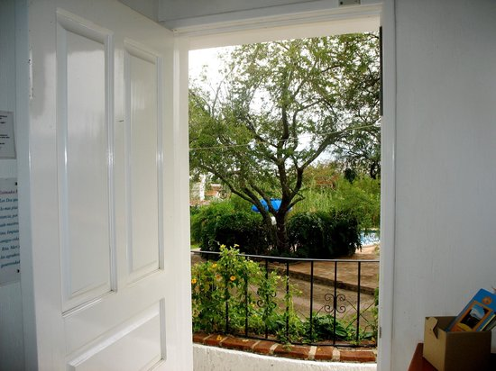 Los Dos Bed and Breakfast: Villa Marmol, vista al jardin