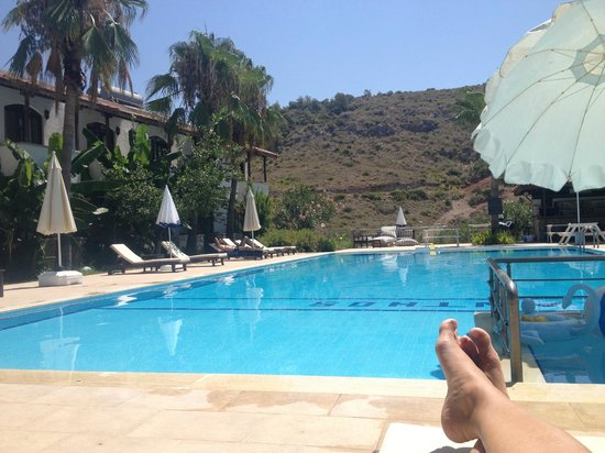 Xanthos Boutiquehotel: La piscina e le stanze